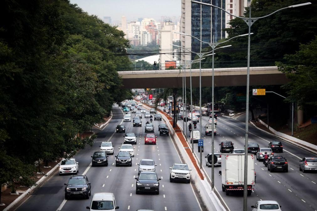 Covid-19: Produção e vendas de veículos caem no Brasil em fevereiro em plena crise
