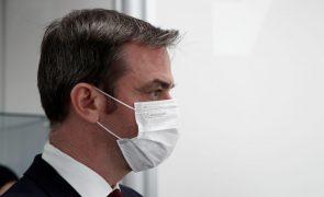 Covid-19: Ministro francês pede aos profissionais de saúde que se vacinem