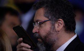 Ministro brasileiro recorda atitude adversária e distante perante EUA antes de Bolsonaro