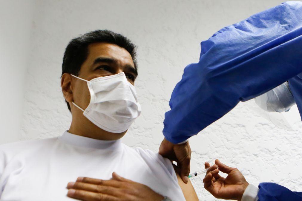 Covid-19: Nicolás Maduro recebeu primeira dose da vacina russa Sputnik V