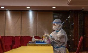 Covid-19: China soma 13 novos casos, todos oriundos do exterior