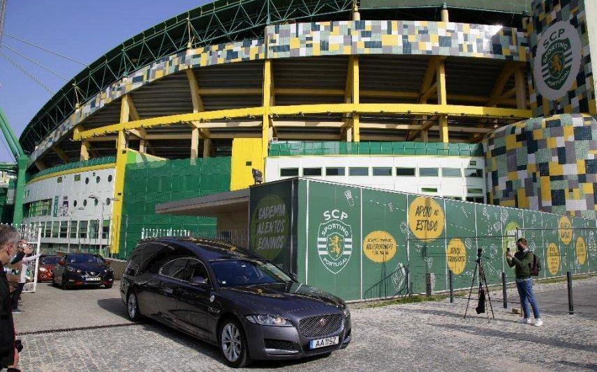 Maria José Valério Momento emocionante! Viatura funerária deu uma volta ao Estádio José Alvalade