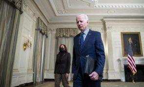 Biden assina decreto para facilitar acesso dos norte-americanos ao voto