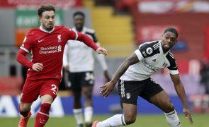 Campeão Liverpool agrava crise com sexta derrota consecutiva em Anfield