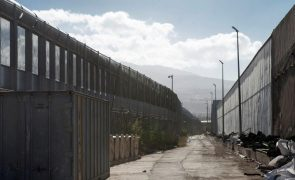 Quase migrantes 60 conseguem saltar fronteira em Melilla