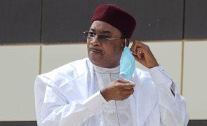 Presidente cessante do Níger vence Prémio Mo Ibrahim deste ano