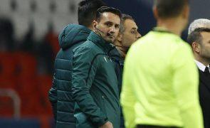 UEFA suspende árbitro do PSG-Basaksehir mas afasta comportamento racista
