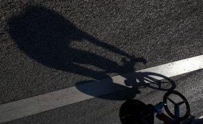 Covid-19: UCI reitera que ciclistas não devem abraçar-se após fim de etapas