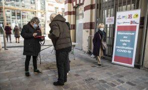 Covid-19: Quase 2 milhões de pessoas em França já foram vacinadas com duas doses