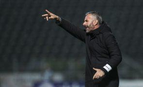 Famalicão rescinde com Silas e anuncia Ivo Vieira como novo treinador
