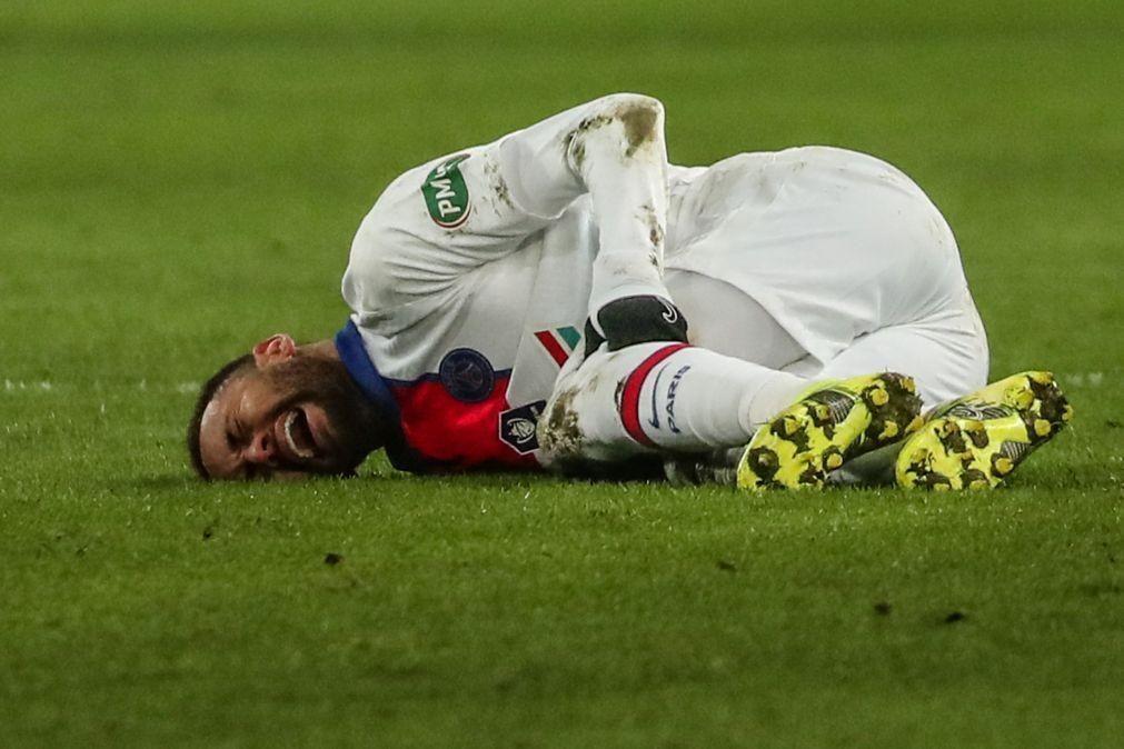 Neymar volta a falhar reencontro com FC Barcelona após lesão