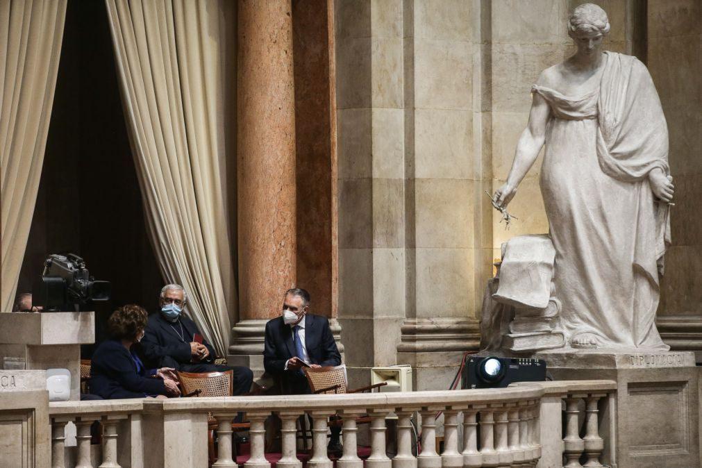 Cavaco Silva assistiu à posse mas não participou na sessão de cumprimentos a Marcelo