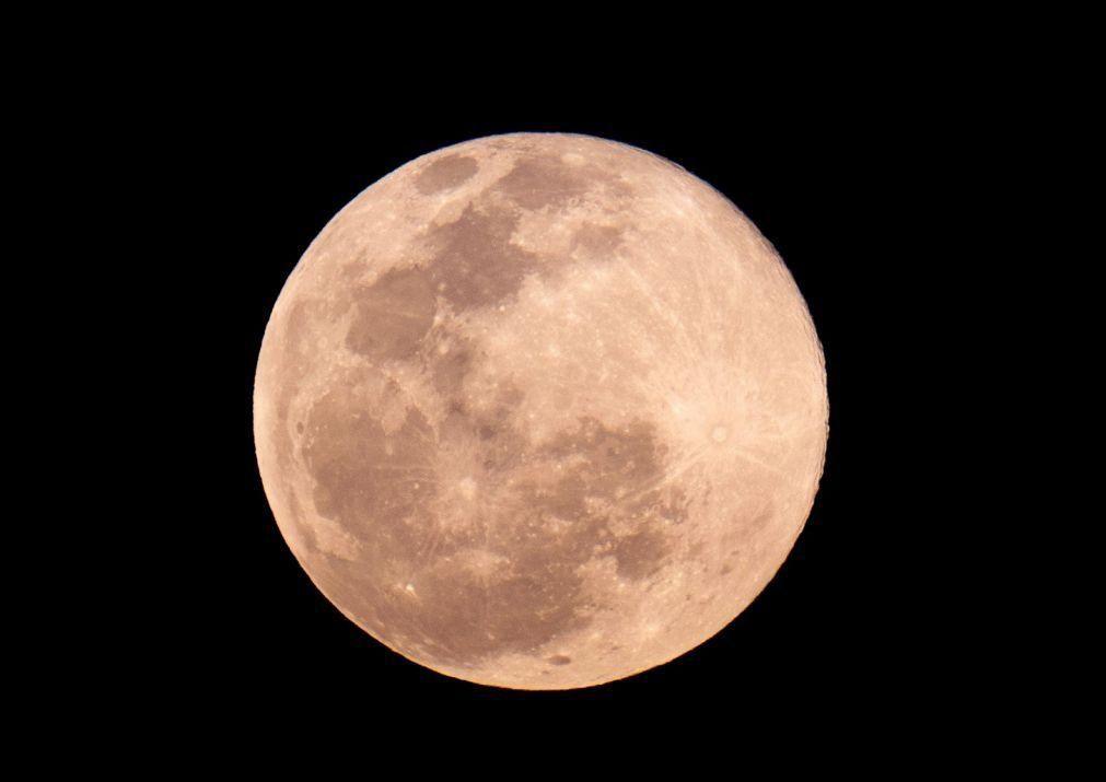 Rússia e China assinam memorando para criação de estação espacial lunar