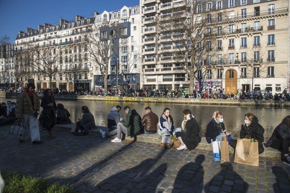 Covid-19: França supera os 23 mil casos diários com hospitais sob forte pressão