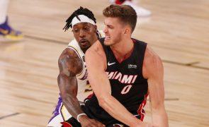 Miami Heats suspendem Meyers Leonard devido a insultos antissemitas