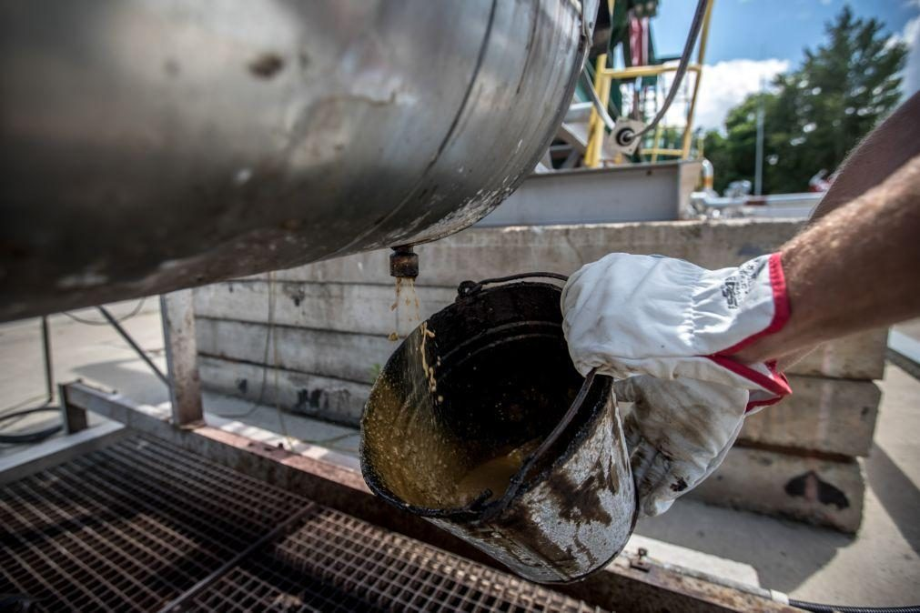 Subida do petróleo pode transformar défice em excedente de 3% em Angola - Eaglestone