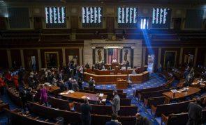Congresso dos EUA aprova plano económico de Joe Biden por 220 votos contra 211