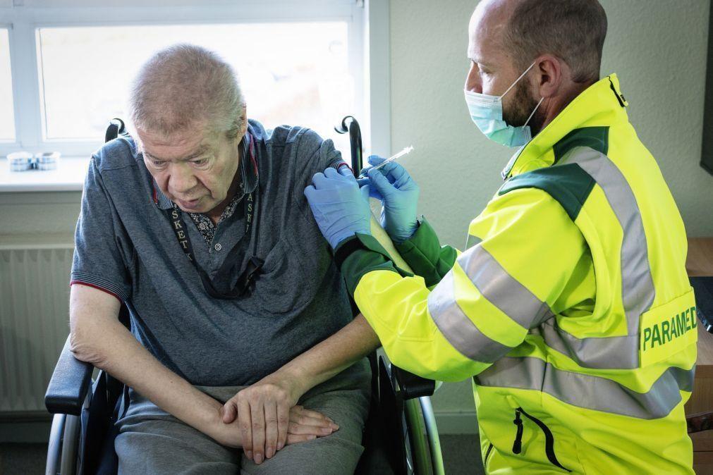 Covid-19: Dinamarca suspende utilização da vacina AstraZeneca