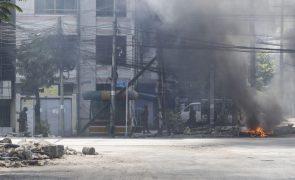 Junta militar de Myanmar aumenta uso de armas contra manifestantes pacíficos