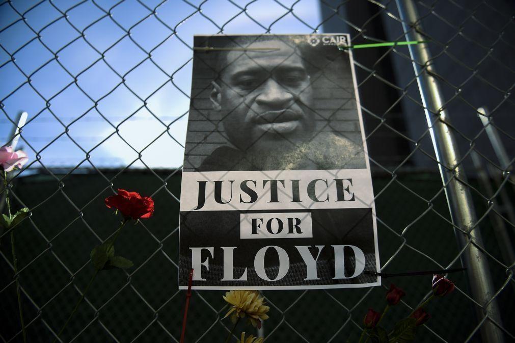 Floyd: Juiz aceita acusação de assassínio em terceiro grau a ex-polícia