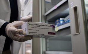 Covid-19: Reino Unido garante que vacina da AstraZeneca é segura e eficaz
