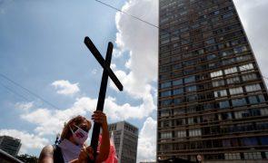 Covid-19: Brasil regista mais de dois mil mortos pelo segundo dia consecutivo