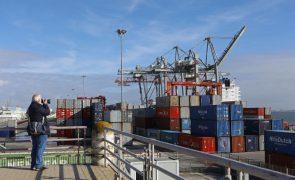 Exportações caem 9,8% e importações recuam 17,2% em janeiro