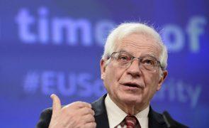 China está deliberadamente a desmantelar o princípio 'um país, dois sistemas' - Borrell