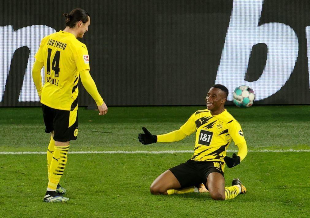 Borussia Dortmund vence Hertha e aproxima-se dos lugares de 'Champions'