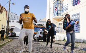 Covid-19: Kuduristas da Caparica combatem solidão dos idosos com dança e afetos