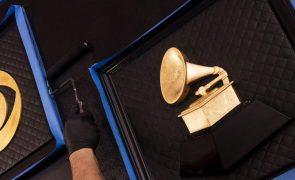 Prémios Grammy são hoje entregues com portugueses na corrida