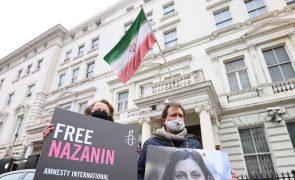 Anglo-iraniana regressa a tribunal depois de cinco anos de prisão