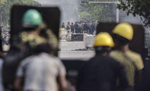 Pelo menos cinco mortos em protestos contra golpe de Junta Militar em Myanmar