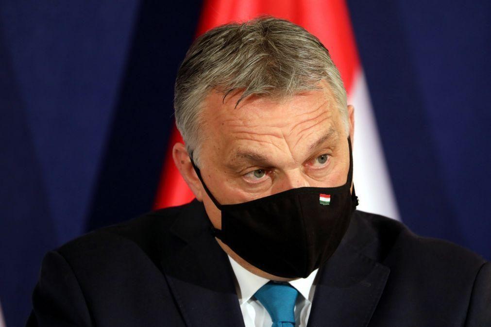 Covid-19: Orbán desafia Bruxelas a publicar contratos de compra de vacinas