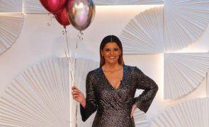 Maria Botelho Moniz Estreia macacão brilhante no aniversário da TVI - e o modelo está em saldos!