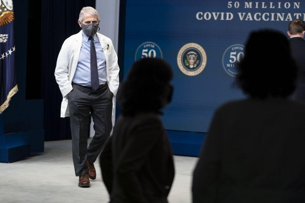 Covid-19: EUA admitem reduzir de 2 para 1 metro distância sanitária nas escolas