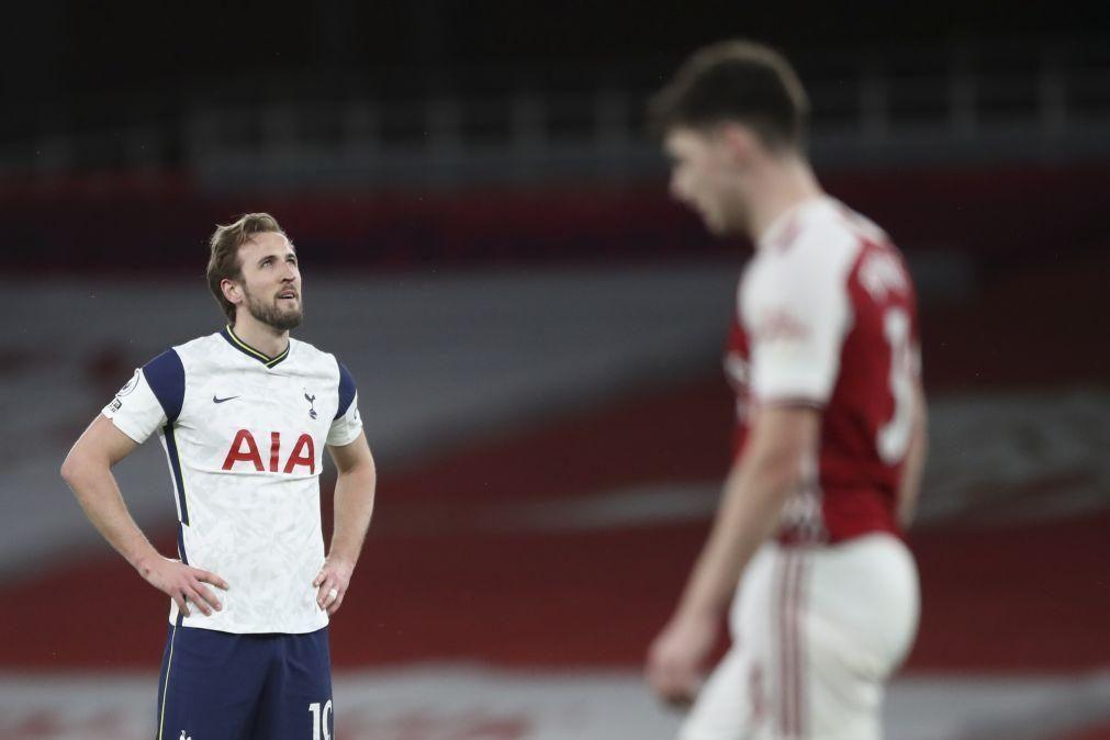 Tottenham, de Mourinho, permite reviravolta e perde dérbi com Arsenal