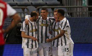Ronaldo faz 'hat-trick' perfeito em 33 minutos na vitória da Juventus