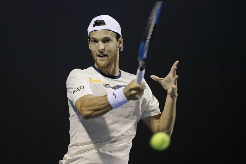 João Sousa eliminado e Frederico Silva na 3.ª ronda do 'qualy' de ténis em Acapulco