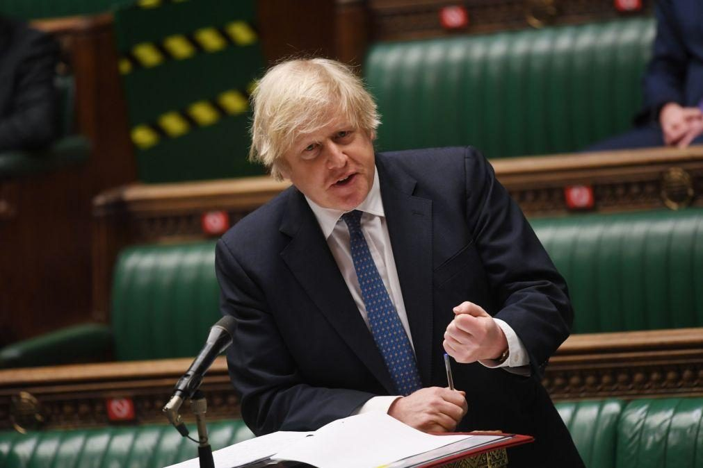 Boris Johnson expressa preocupação com repressão policial de vigília em Londres