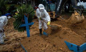 Covid-19: Pandemia já matou pelo menos 2,65 milhões de pessoas em todo o mundo