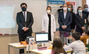 Covid-19: Ministro da Educação diz que já foram realizados 65 mil testes nas escolas