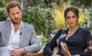 Príncipe Carlos «profundamente magoado» com Meghan e Harry