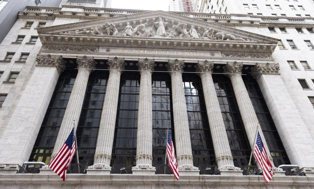 Bolsa de Nova Iorque negoceia mista pesando riscos de subida de inflação