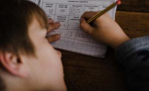 Criança de 3 anos esquecida em autocarro de transporte escolar em Rio Maior
