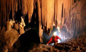 Catorze pessoas fechadas durante 40 dias numa gruta nos Pirinéus