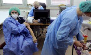 Covid-19: Suécia suspende vacina da AstraZeneca e Grécia decide manter