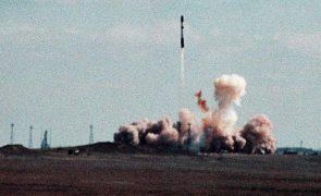 Reino Unido inverte política de desarmamento e decide aumentar arsenal nuclear