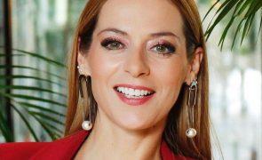 Joana Amaral Dias Psicóloga discute com polícia depois de ser acusada de não cumprir regra