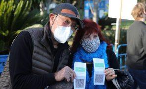 Covid-19: Islândia abre a porta a viajantes com certificados de vacina